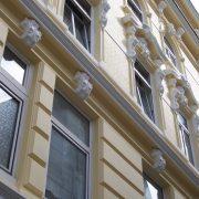 maler-wedel-hamburg-aussenarbeiten-fassade-stuck-gelb-weiss