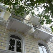 maler-wedel-hamburg-aussenarbeiten-fassade-stuck-gelb-weiss-balkone