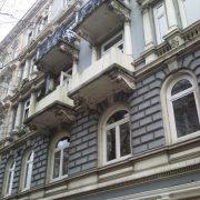 maler-wedel-hamburg-vorher-nachher-aussen-vorher-balkon-schmutzig-hauswand