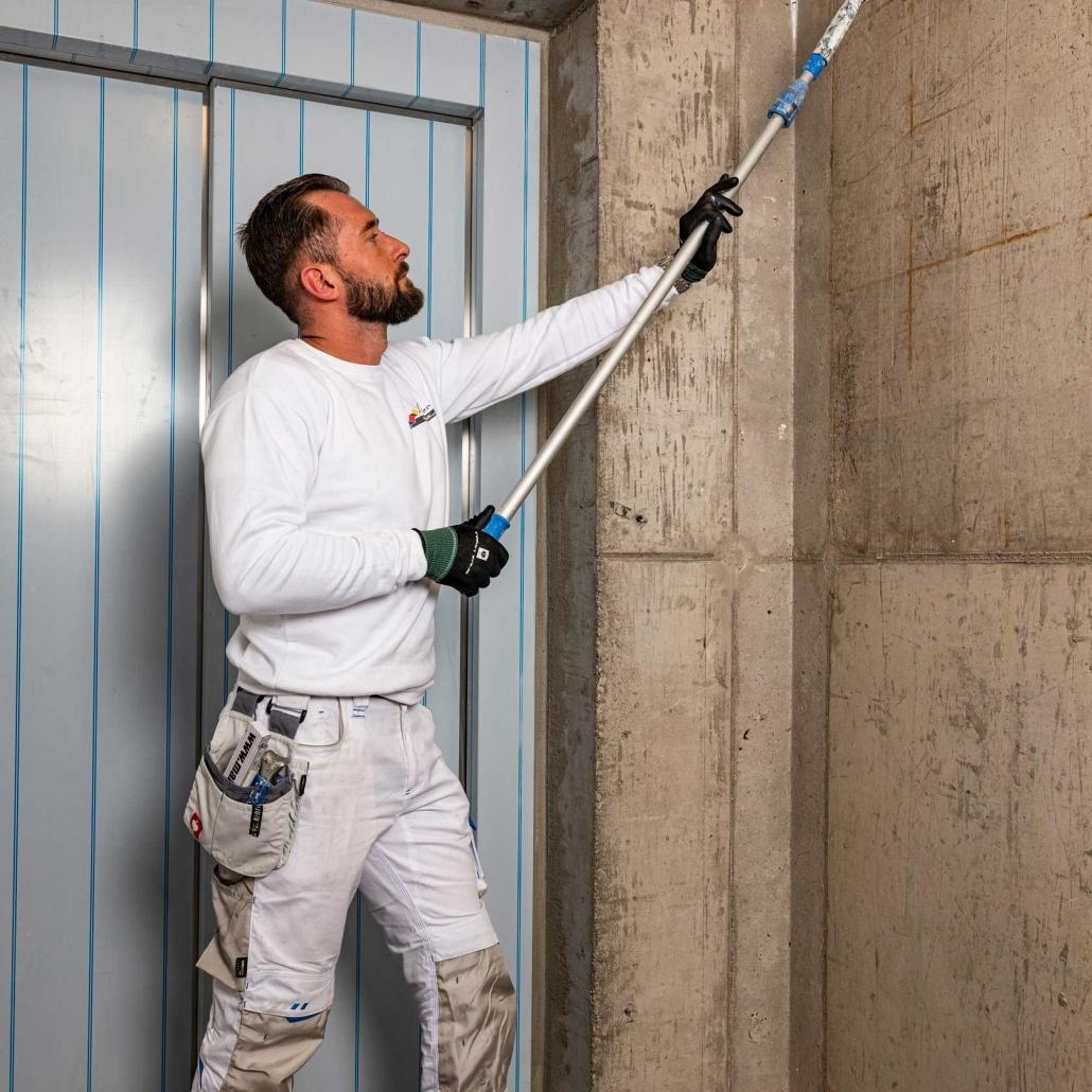 Maler-für-Wedel-und-Hamburg-Wir-bei-der-arbeit-Beschichtung-Quadrat2