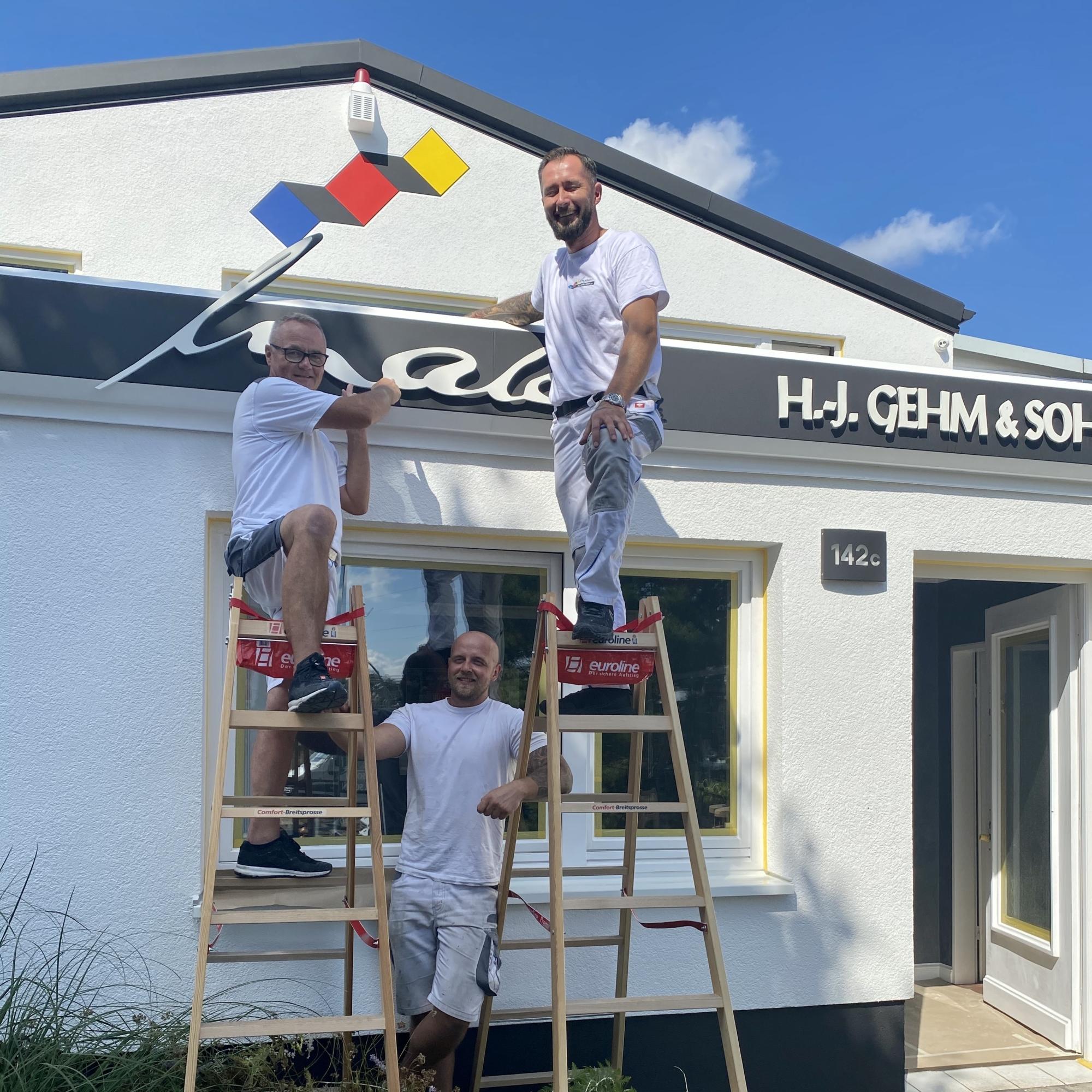 Maler-für-Wedel-und-Hamburg-Wir-bei-der-Arbeit-Büro-Fassade